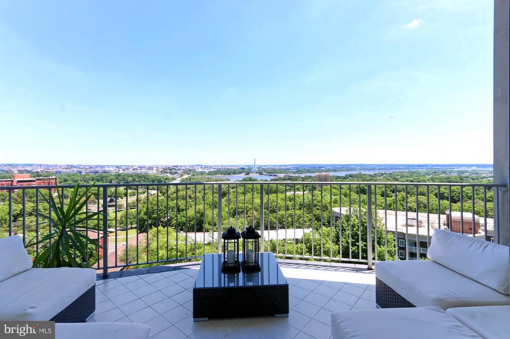 LARGE Balcony for Entertaining & Relaxing - 1200 N NASH ST #1148, ARLINGTON