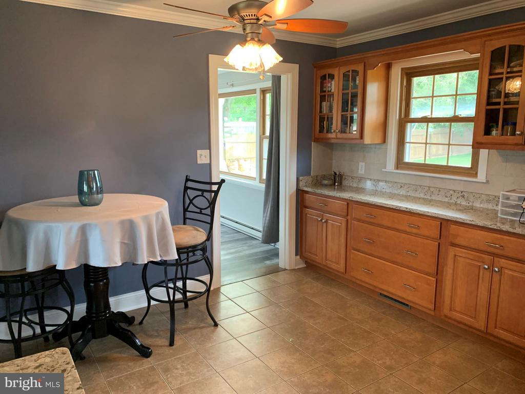 Eat in area in the kitchen - 11504 HESSONG BRIDGE RD, THURMONT