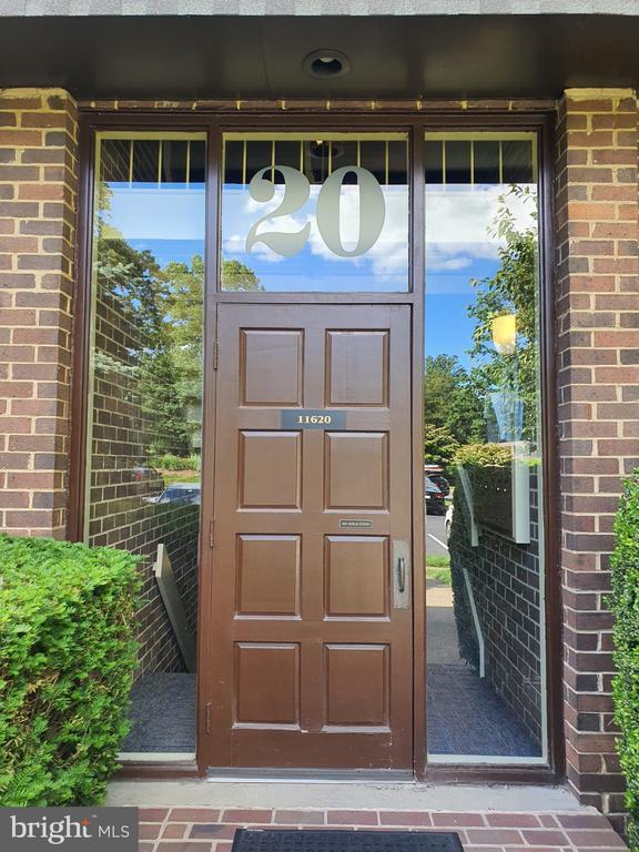 - 11620 VANTAGE HILL RD #11B, RESTON