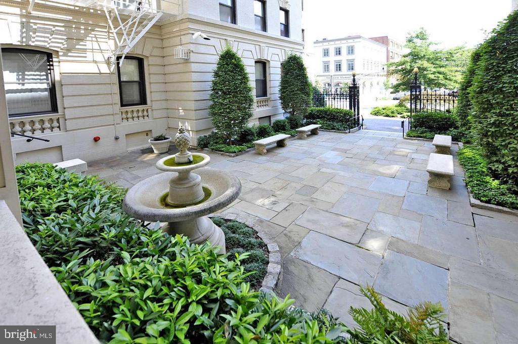 Courtyard with garden and  fountain - 2153 CALIFORNIA ST NW #306, WASHINGTON
