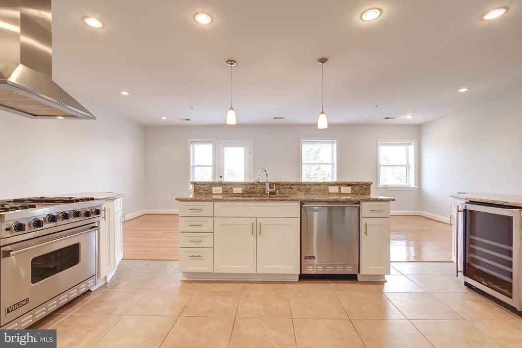 Spacious Kitchen - 5511 COLORADO AVE NW #501, WASHINGTON