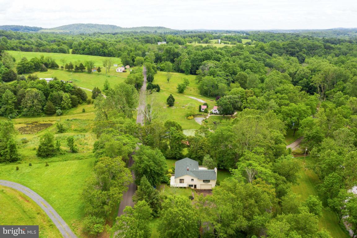 Single Family Homes 为 销售 在 Sperryville, 弗吉尼亚州 22740 美国