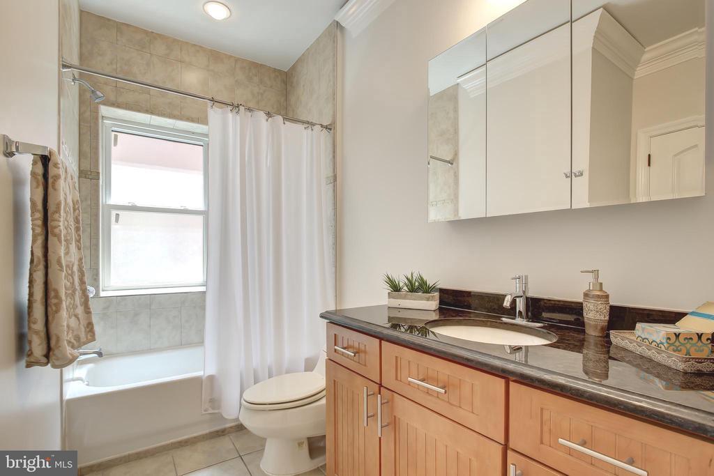 En Suite for Office/Bedroom #3 & Guest Bathroom - 5511 COLORADO AVE NW #501, WASHINGTON