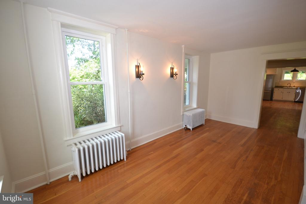 Sitting Room /Parlor - 11 E MAIN ST, MIDDLETOWN