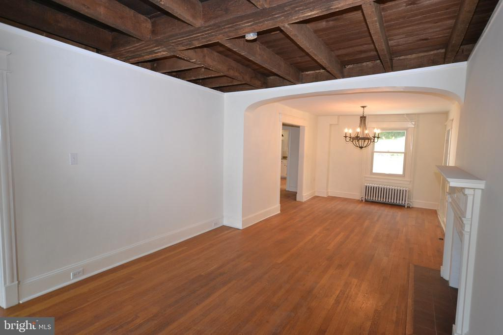 Exposed Beams in Family room - 11 E MAIN ST, MIDDLETOWN