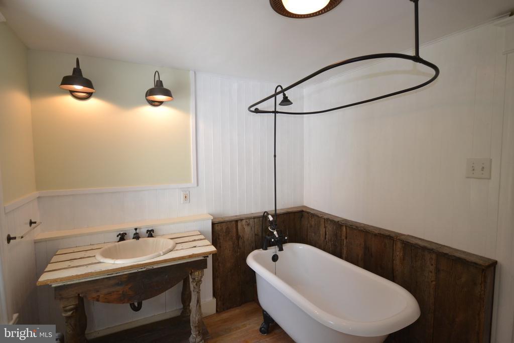 Main Bath - 11 E MAIN ST, MIDDLETOWN