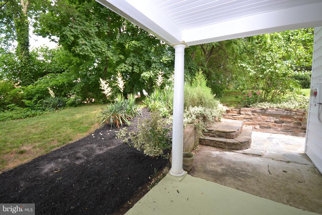 Front patio - 11 E MAIN ST, MIDDLETOWN