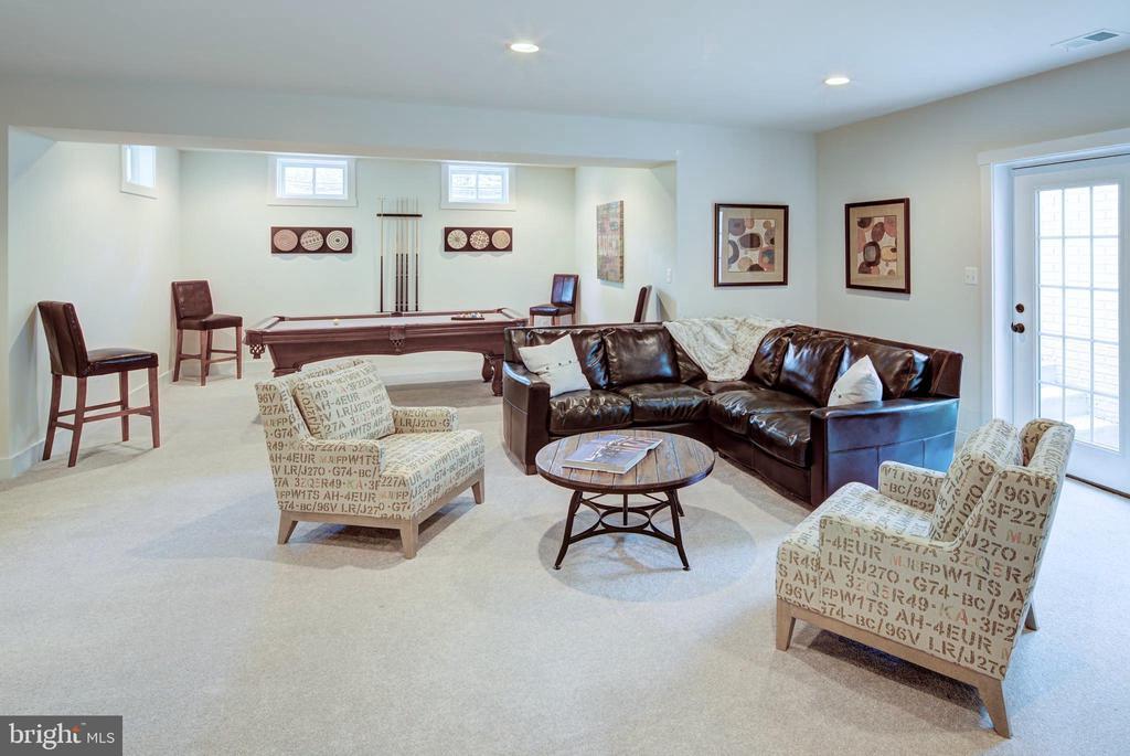 Huge Rec Room (previous model pic) - 3007 WEBER PL, OAKTON