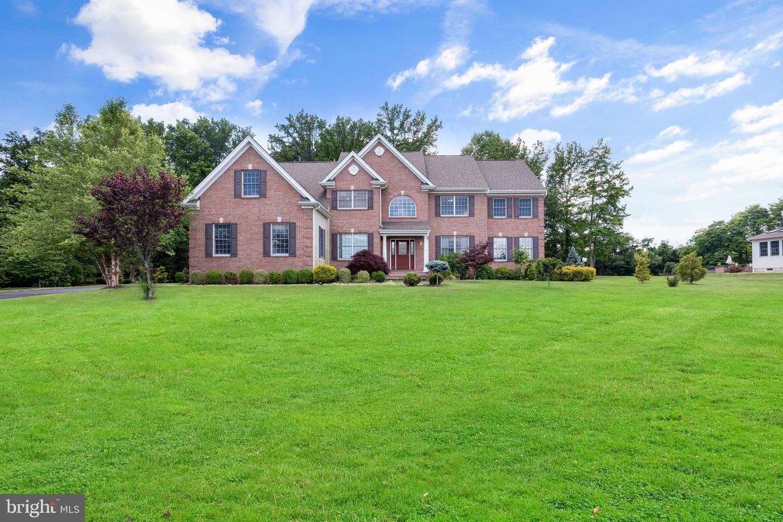 Single Family Homes voor Verkoop op East Brunswick Township, New Jersey 08816 Verenigde Staten