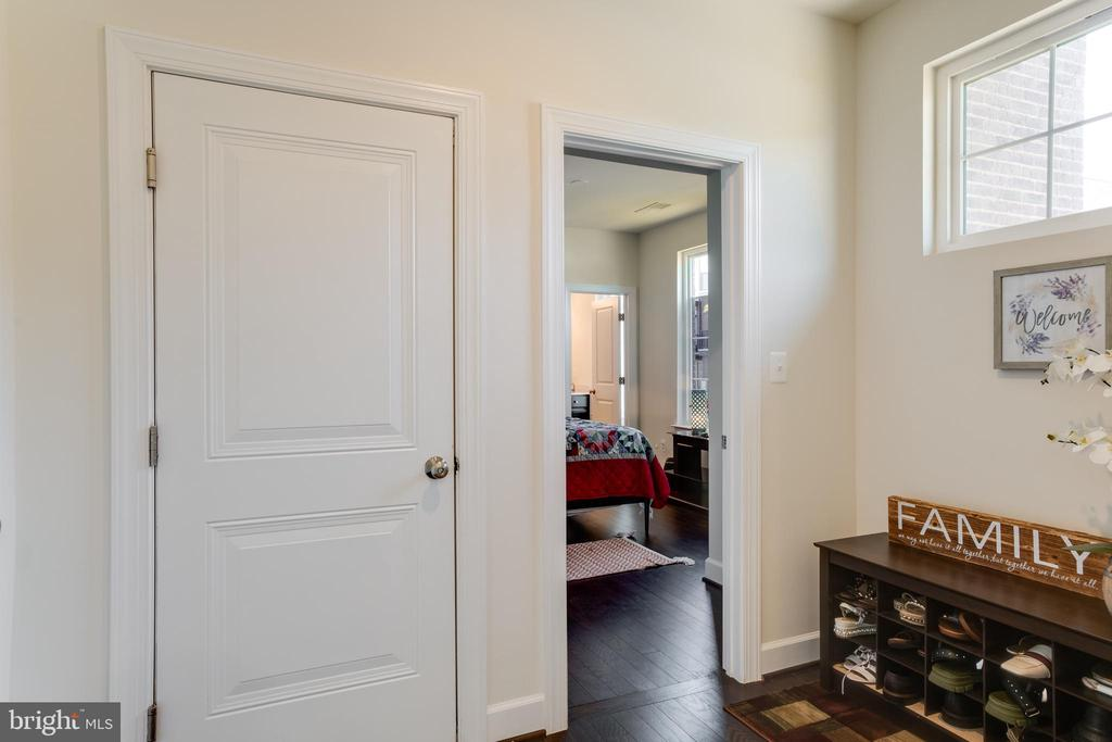 1st Bedroom on Main Entrance Level - 23109 COTTONWILLOW SQ, BRAMBLETON
