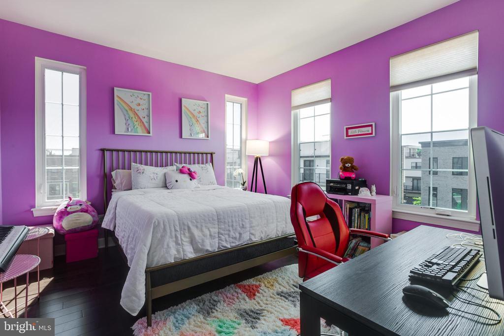 Upper 3rd Level ~ Bedroom #3 - 23109 COTTONWILLOW SQ, BRAMBLETON
