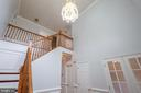 Foyer w/crystal chandelier - 206 PRIMROSE CT SW, LEESBURG