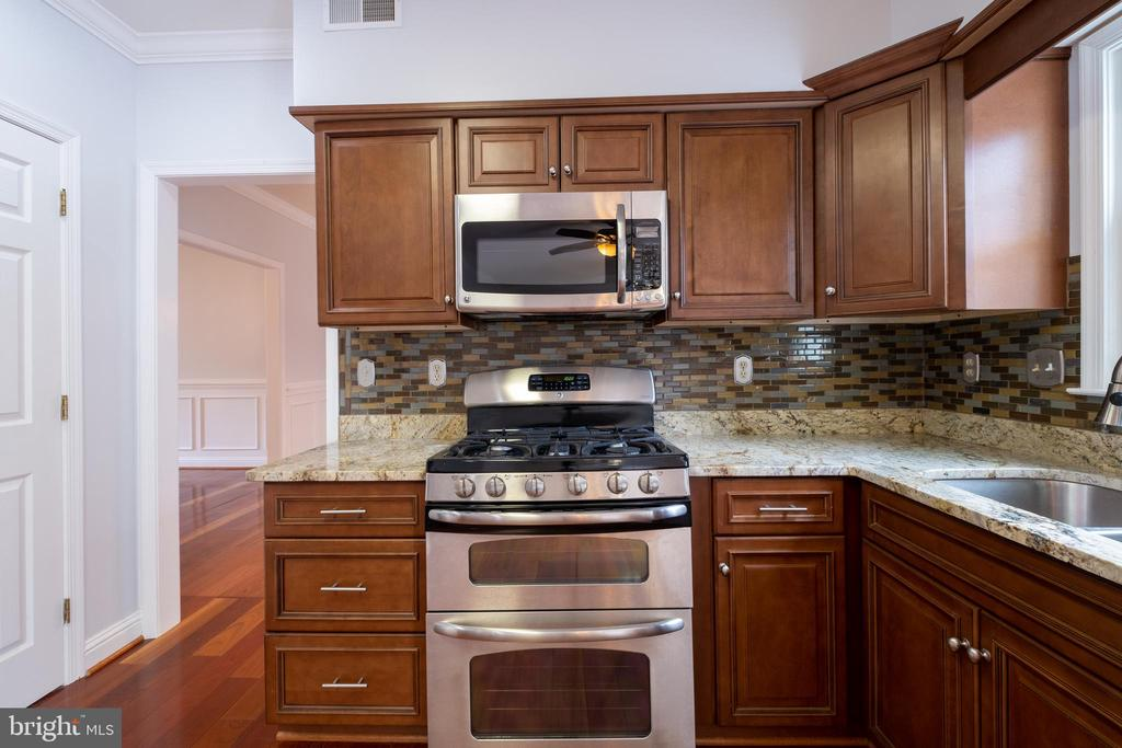 Gas stove - 206 PRIMROSE CT SW, LEESBURG