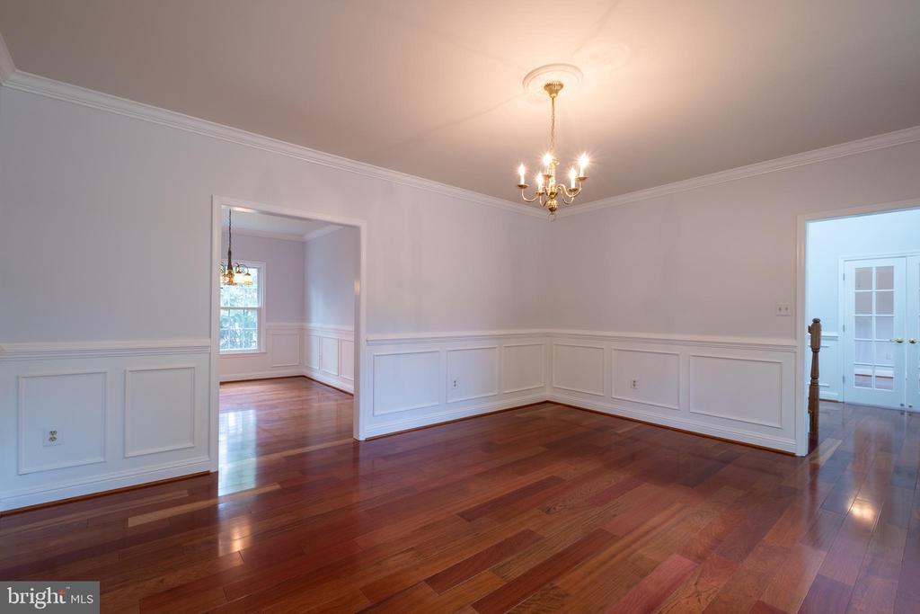 Living Room w/ Rosewood flooring - 206 PRIMROSE CT SW, LEESBURG