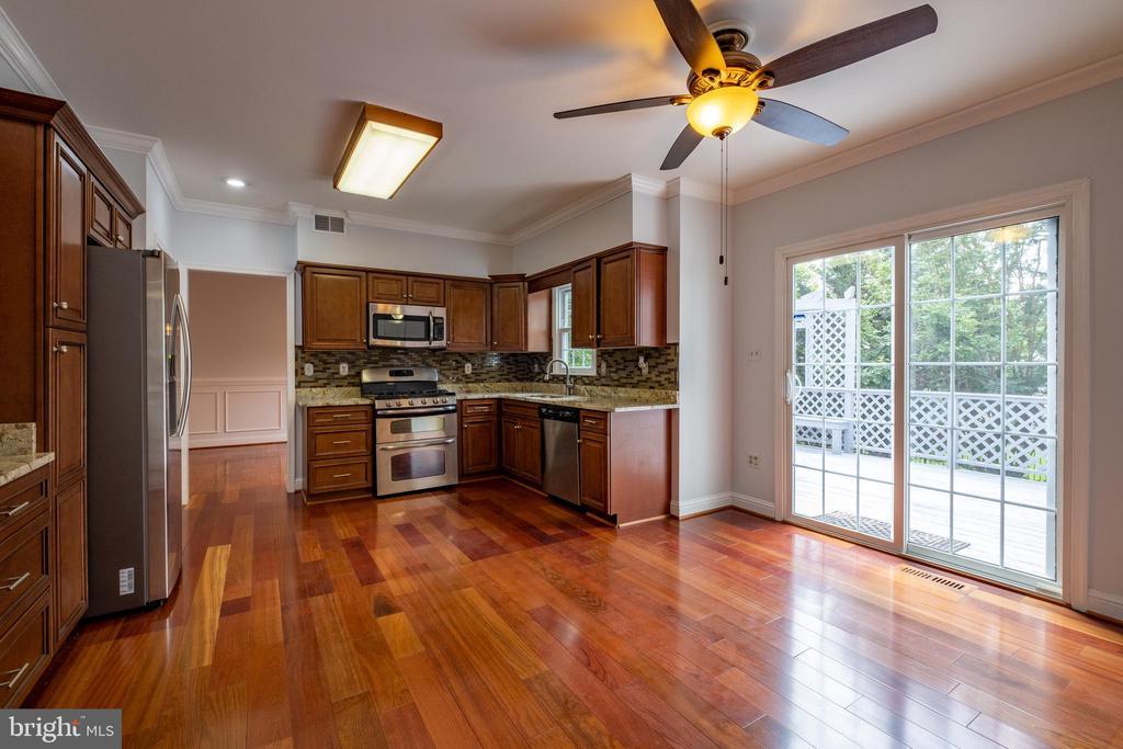 Kitchen and Breakfast room - 206 PRIMROSE CT SW, LEESBURG