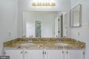 Master bathroom: double sink vanity - 206 PRIMROSE CT SW, LEESBURG