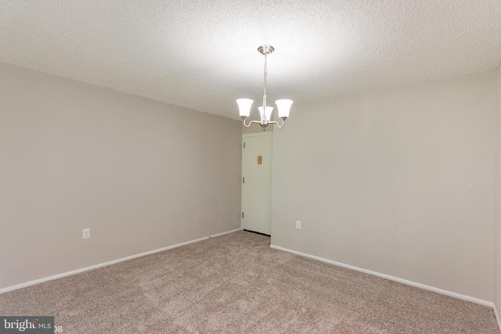 dining room view 2 - 3813 SWANN RD #1, SUITLAND