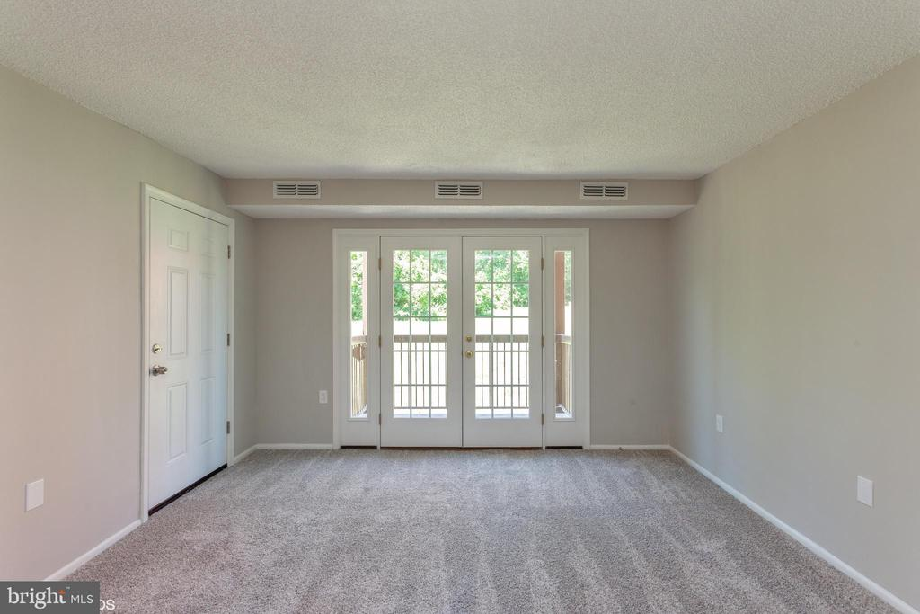 Living room - 3813 SWANN RD #1, SUITLAND