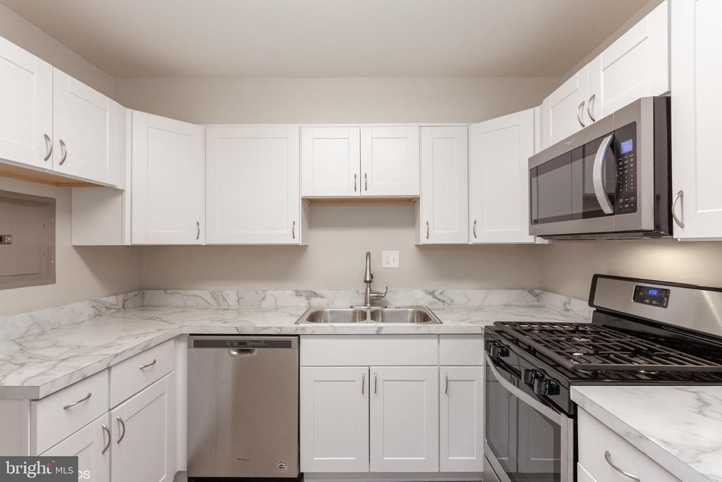 kitchen - 3813 SWANN RD #1, SUITLAND