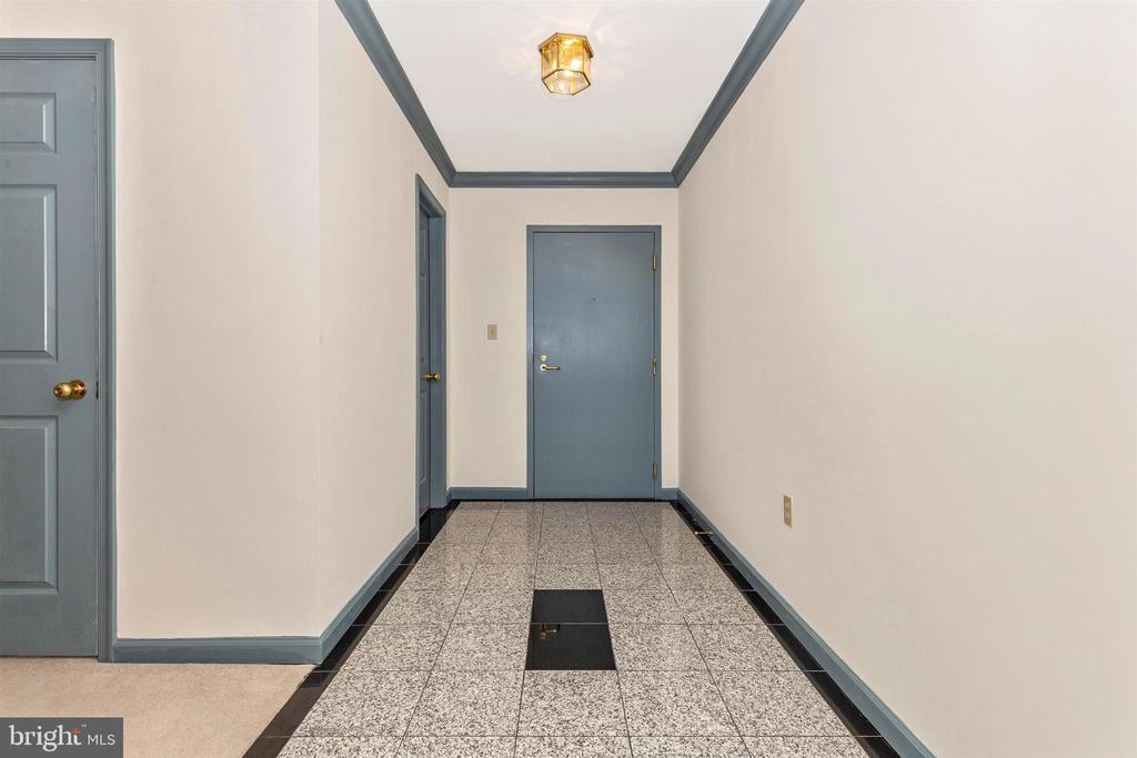 Entry foyer w granite floor - 102 MERCER CT #25  6, FREDERICK