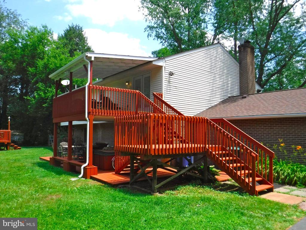 Multi layered deck, refinished & boards replaced - 9894 PAR DR, NOKESVILLE