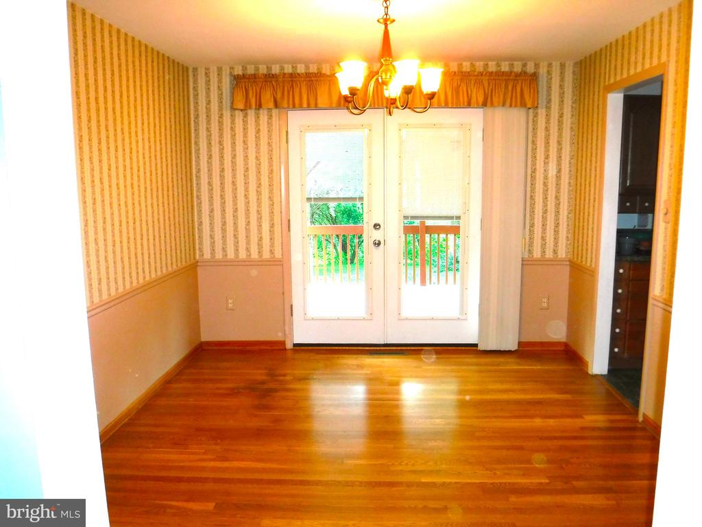 Dining Room with doors to covered multi-level deck - 9894 PAR DR, NOKESVILLE