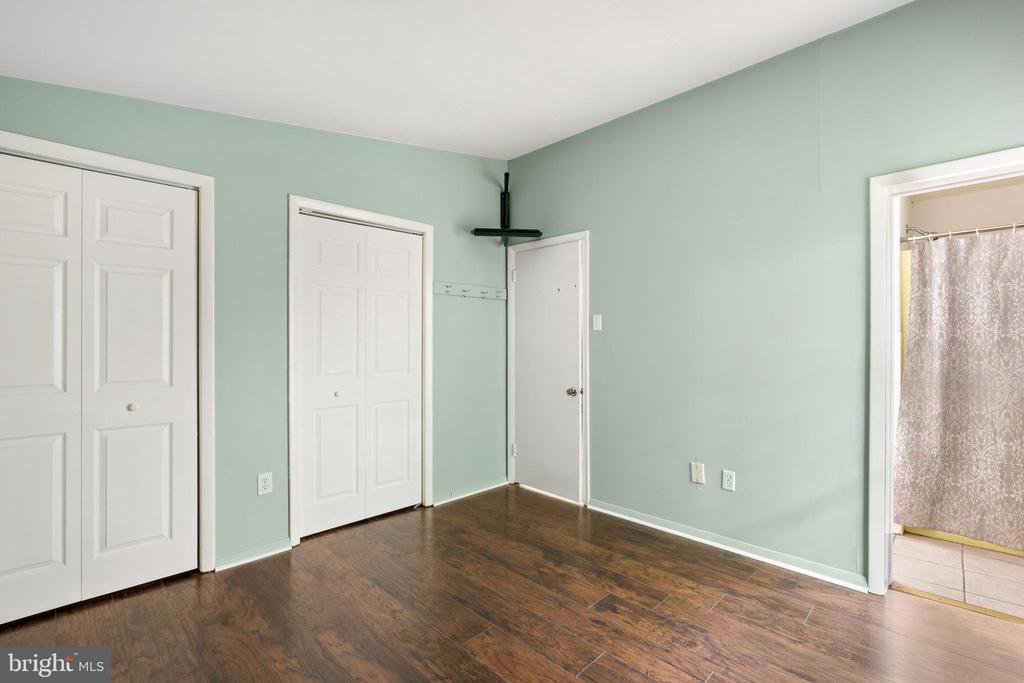 Master bedroom with 2 closets - 535 MT PLEASANT DR, LOCUST GROVE