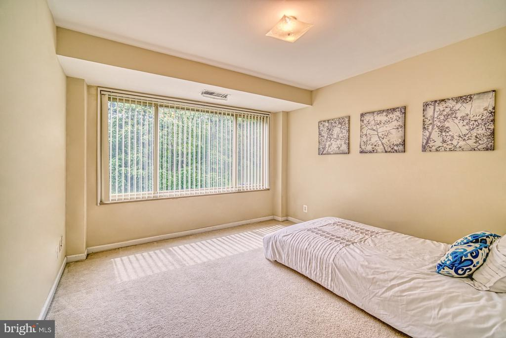 Secondary bedroom with tree views - 10570 MAIN ST #325, FAIRFAX