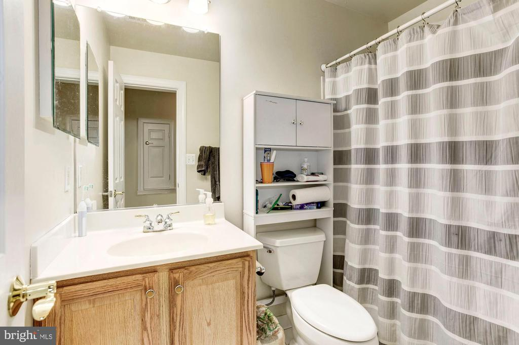 Lower Level Full Bath - 16215 CYPRESS CT, DUMFRIES