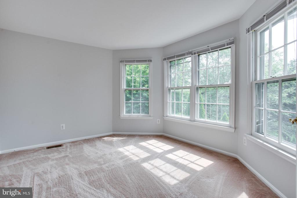 Optional sitting room or 5th bedroom - 19923 SILVERFIELD DR, GAITHERSBURG