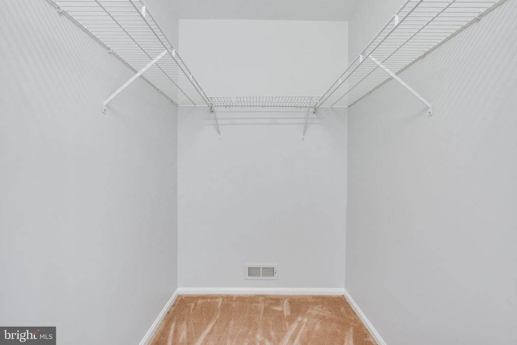 Closet - 19923 SILVERFIELD DR, GAITHERSBURG