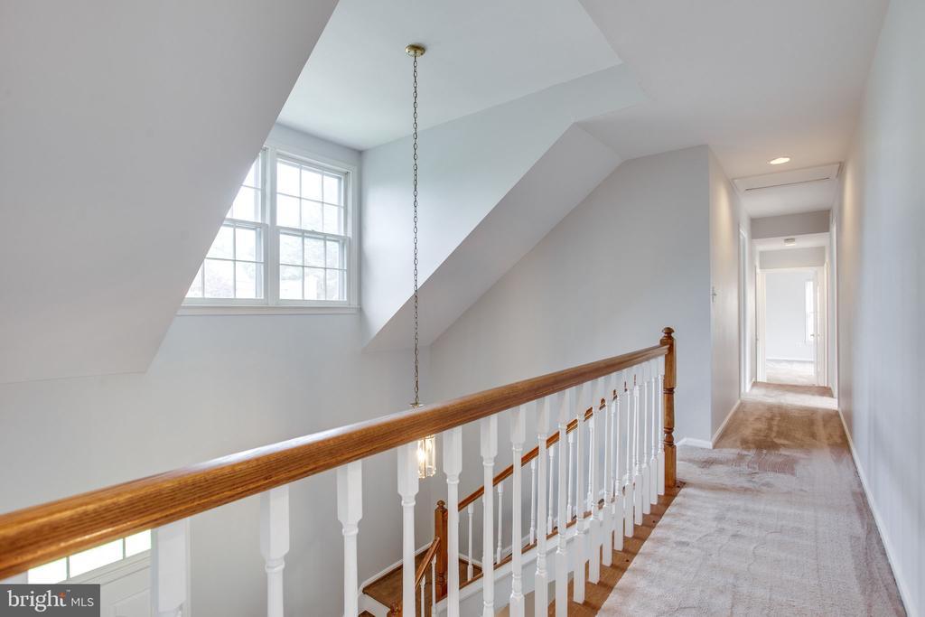 Upstairs hallway - 19923 SILVERFIELD DR, GAITHERSBURG