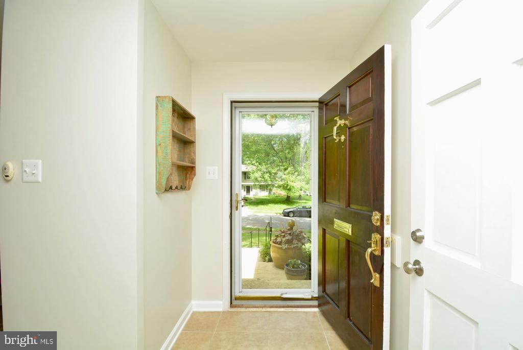Entry Hallway - 7701 HEMING PL, SPRINGFIELD