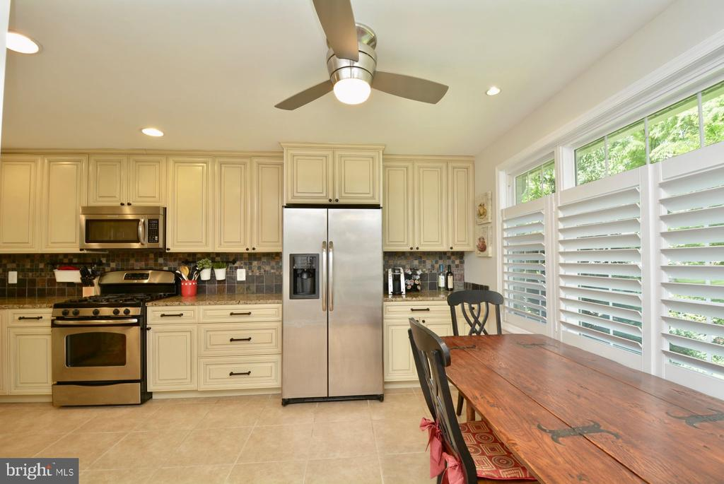 Laundry room  in Kitchen w/full size washer/dryer - 7701 HEMING PL, SPRINGFIELD