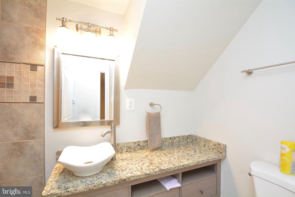 Lower level full bath with walk in shower - 7701 HEMING PL, SPRINGFIELD