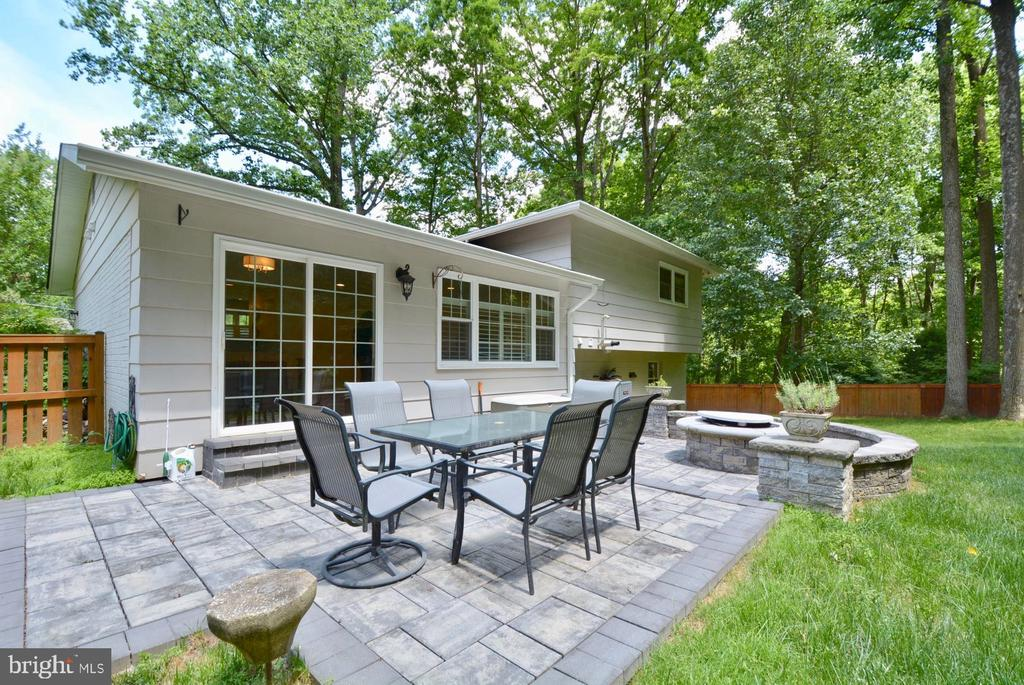 Private Stone patio area with built in fire pit - 7701 HEMING PL, SPRINGFIELD