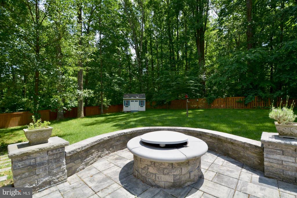 Fire pit in stone patio area. - 7701 HEMING PL, SPRINGFIELD