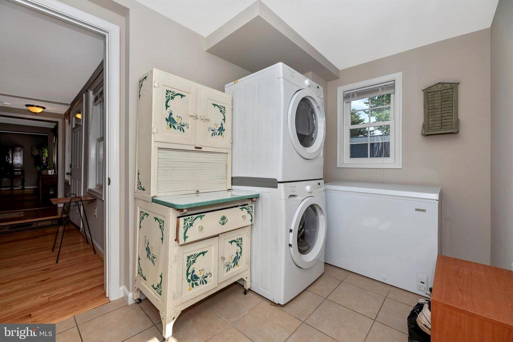 Convenient main level laundry room. - 4110 SHADY LN, KNOXVILLE