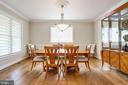 entertaining dining room with multiple windows - 3401 N KENSINGTON ST, ARLINGTON