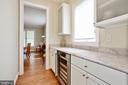 butler's pantry with wine fridge, display cabinets - 3401 N KENSINGTON ST, ARLINGTON