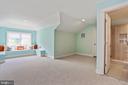 inviting window seat with storage beneath - 3401 N KENSINGTON ST, ARLINGTON