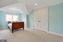 dormered ceiling creates a bed nook for dreaming - 3401 N KENSINGTON ST, ARLINGTON
