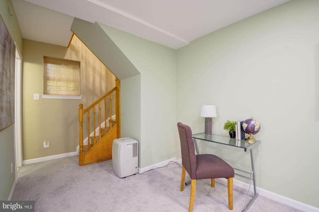 Lower Level Staircase - 3740 39TH ST NW #B152, WASHINGTON