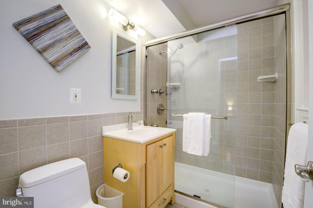 Main Level Bathroon - 3740 39TH ST NW #B152, WASHINGTON