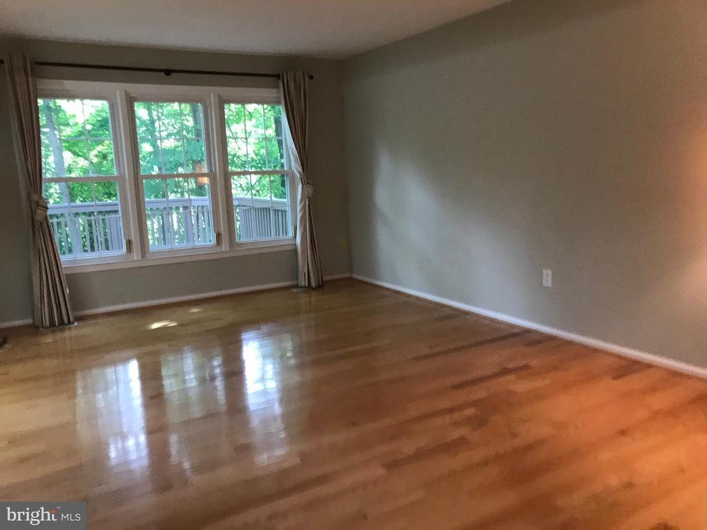 living room - 11908 BARGATE CT, ROCKVILLE