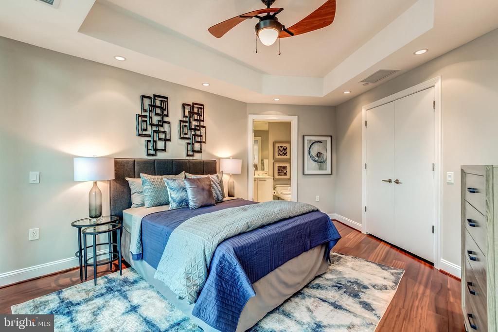 Guest Bedroom Suite with Private bath - 1881 N NASH ST #1803, ARLINGTON