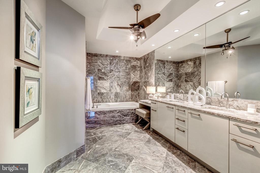 Master Bathroom - 1881 N NASH ST #1803, ARLINGTON