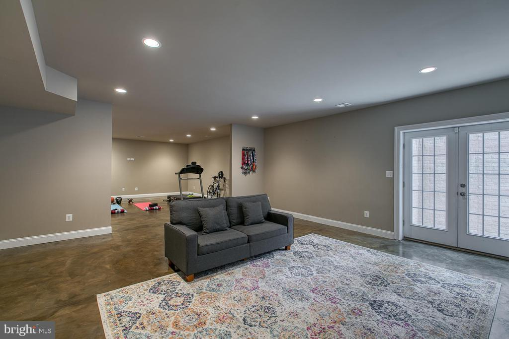 Recreation room in lower level - 3519 LAKE ST, FALLS CHURCH