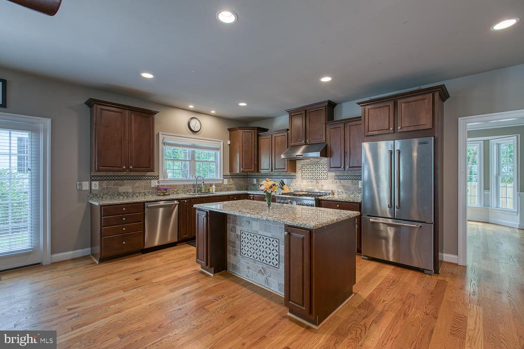 Stainless Steel appliances and Granite countertops - 3519 LAKE ST, FALLS CHURCH