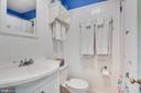 Upper level Large upgraded bath - 300 W GERMAN ST, SHEPHERDSTOWN